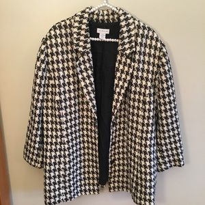 Avenue houndstooth light weight jacket size 22